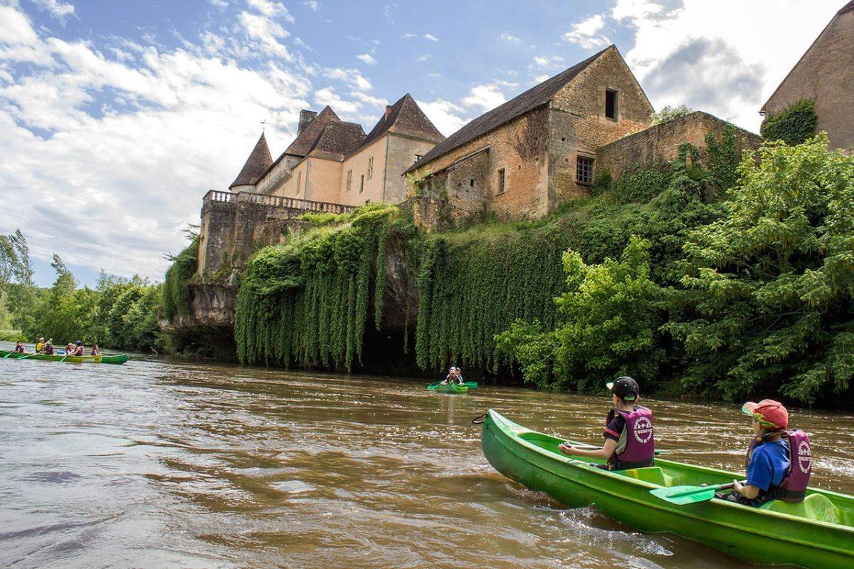 Kayak et canoë sur la Vézère, Montignac Lascaux. Château de Losse.