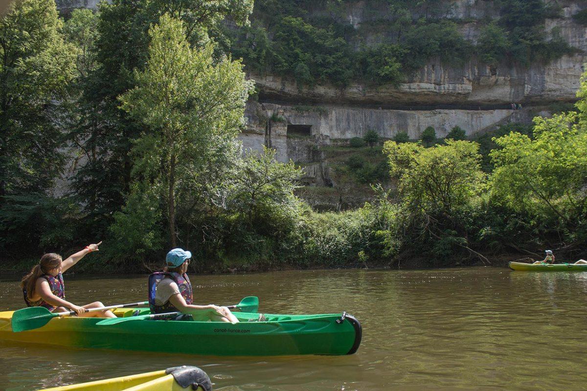 Falaises de La Roque St Christophe depuis la Vezere en canoe